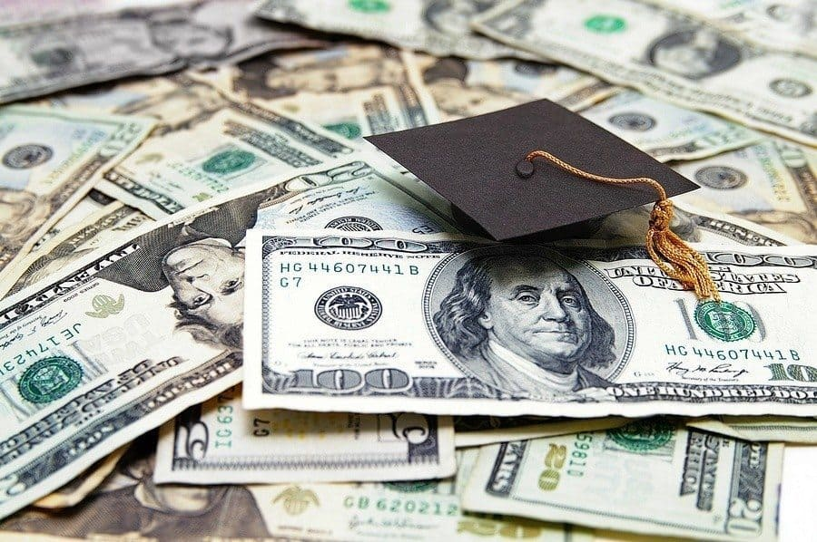 Private Student Loans: What Are the Pros and Cons